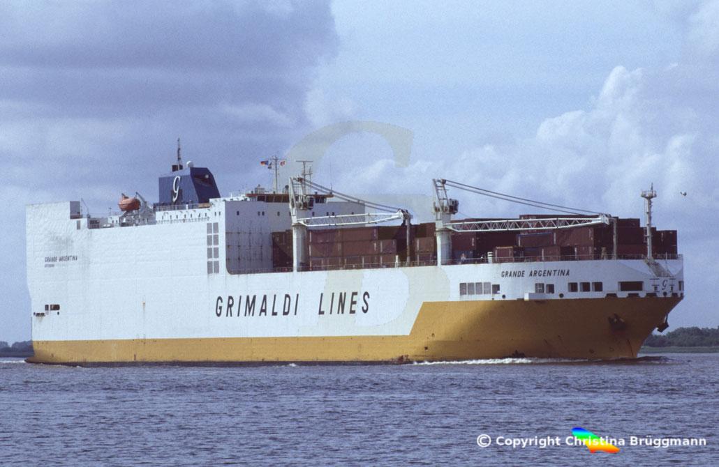 Auf der GRANDE AMERICA  (hier das Schwesterschiff GRANDE ARENTINA) ist ein Brand ausgebrochen