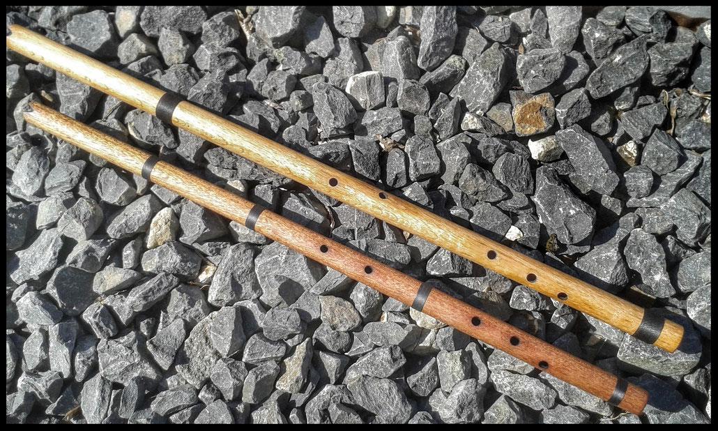 Pueblo (Anasazi) Flöten (Rosenholz / Eiche) in den Tonarten G# 440 Hz und F# 432 Hz