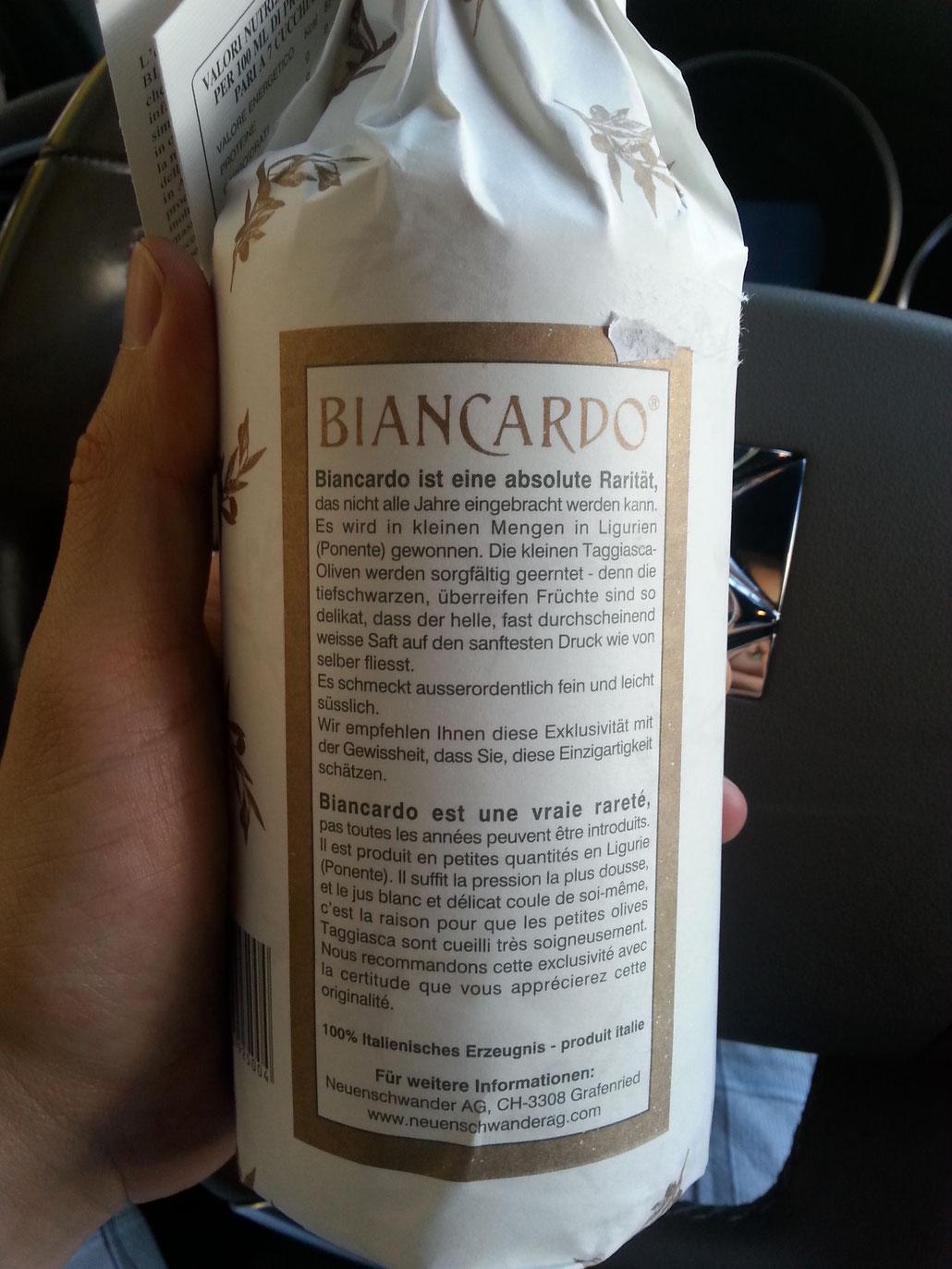 Tiefschwarze und überreife Früchte: Nun wissen Sie, dass Sie von Flaschen wie dieser lieber die Finger lassen. Denn mit EXTRA VERGINE hat dieser Fäulnis-Saft mit Sicherheit nichts zu tun.