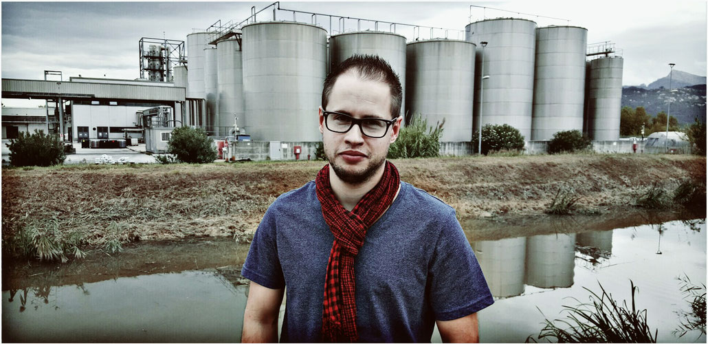 Riesen-Olivenöl-Tanks in Massarosa bei Salov, jener sich in chinesischer Hand befindenden Gesellschaft, die Filippo Berio abfüllt.