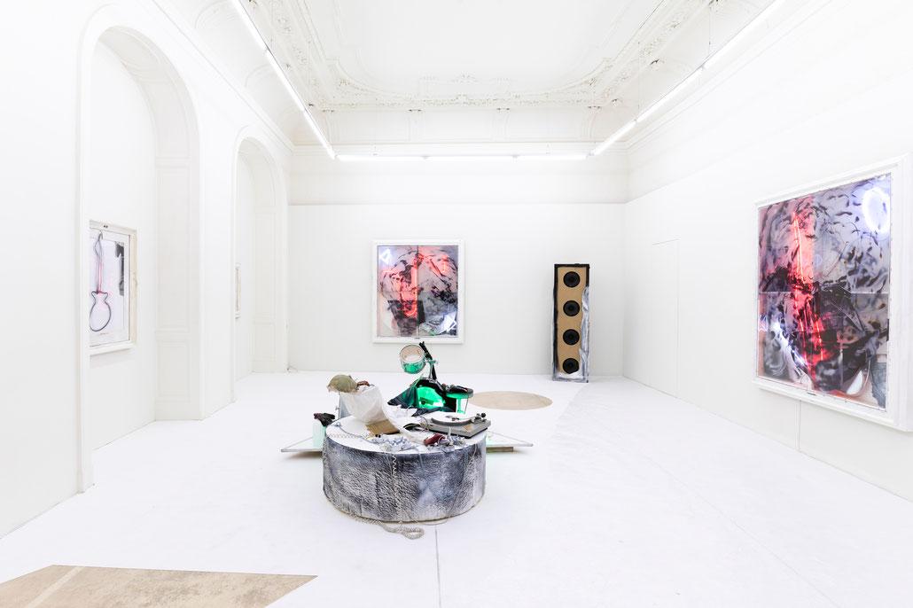 """Joris van de Moortel Ausstellung (Exhibition) at Krinzinger """"Het geluid van witte rock"""""""