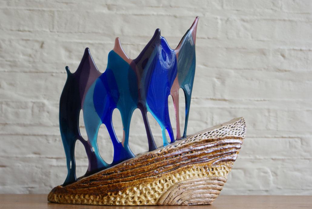 """Heuvelop""  Glasfusen en keramiek, 35 cm x 32 cm"