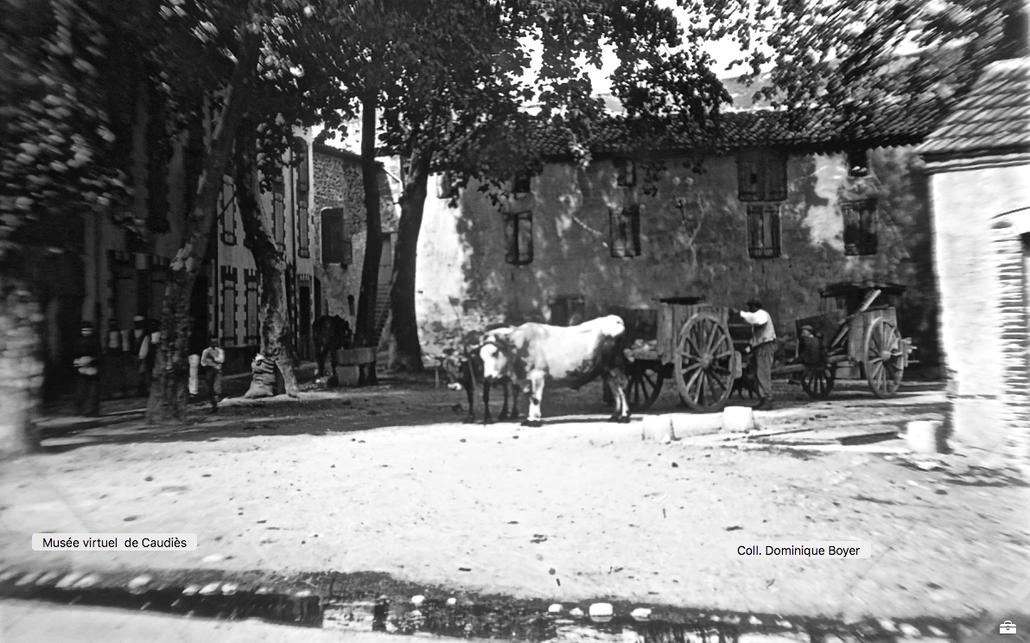Place de la Gendarmerie (1909) - Poids publique à droite