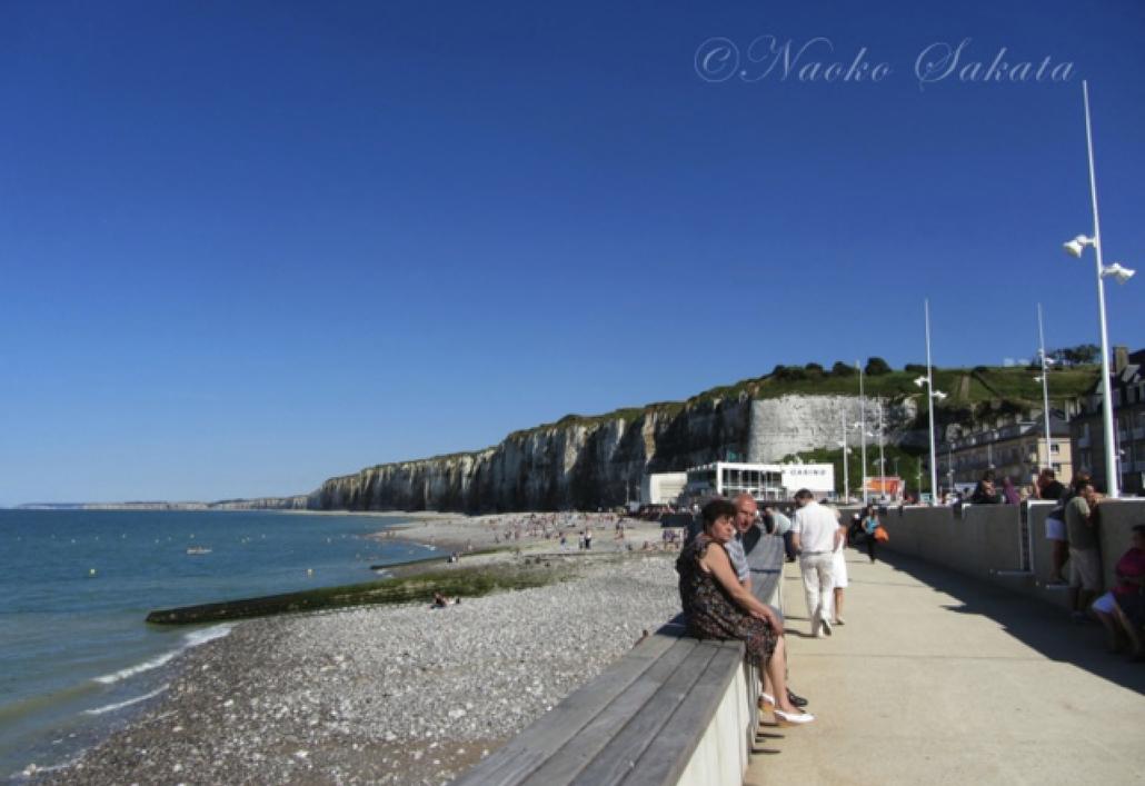 写真01  ノルマンディの海辺。フランスではカジノがある海辺は多い。