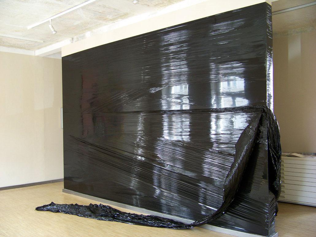 Antje Blumenstein, lokal 11, 2012, Galerie/Kunsthaus Erfurt, PE-Folie, circa 500 x 360 x 70 cm