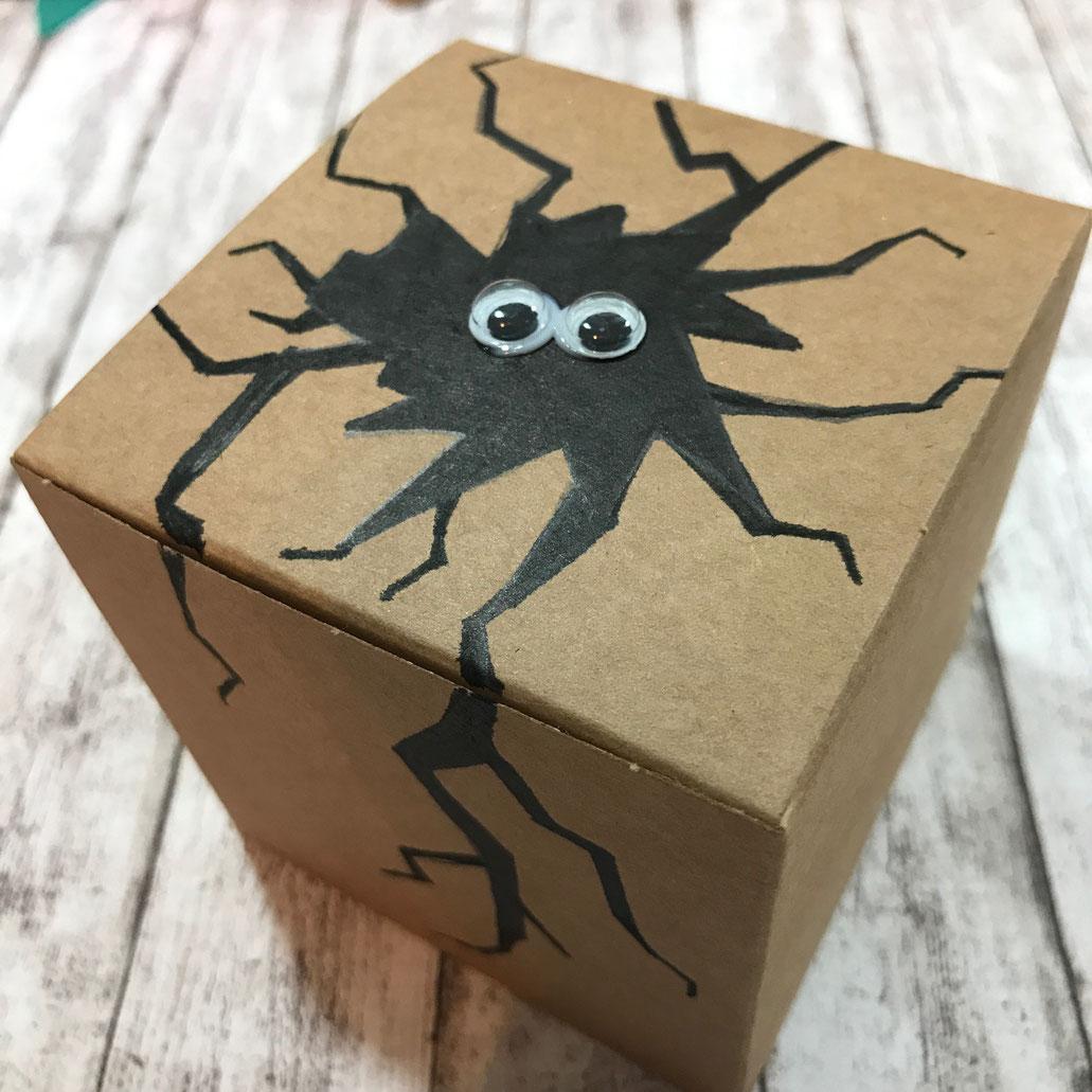 Geschenkbox mit Wackelaugen