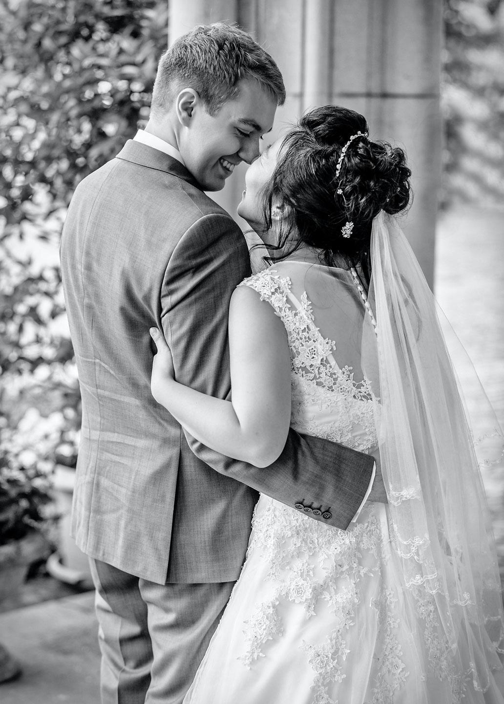 glückliches Brautpaar hochzeit schloss waldenbrug von hochzeitsfotograf ben pfeifer