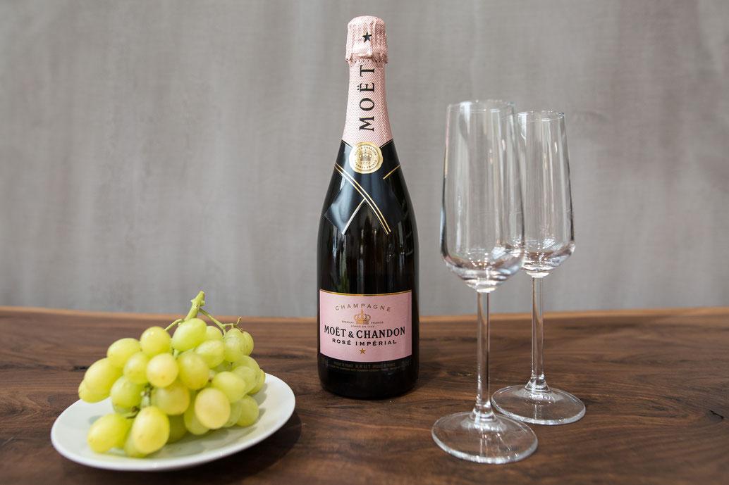 Champagne und Weintrauben