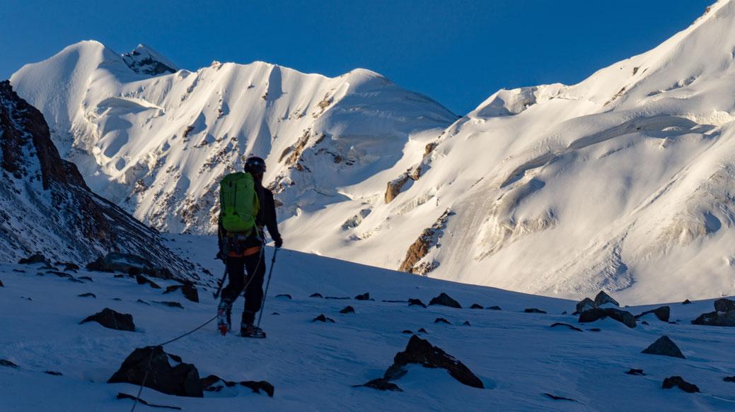 Jorian zet als eerste voet in de indrukwekkende vallei