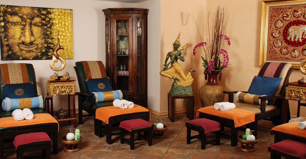 traditionelle Thai-Massage in angenehmer Atmospähre