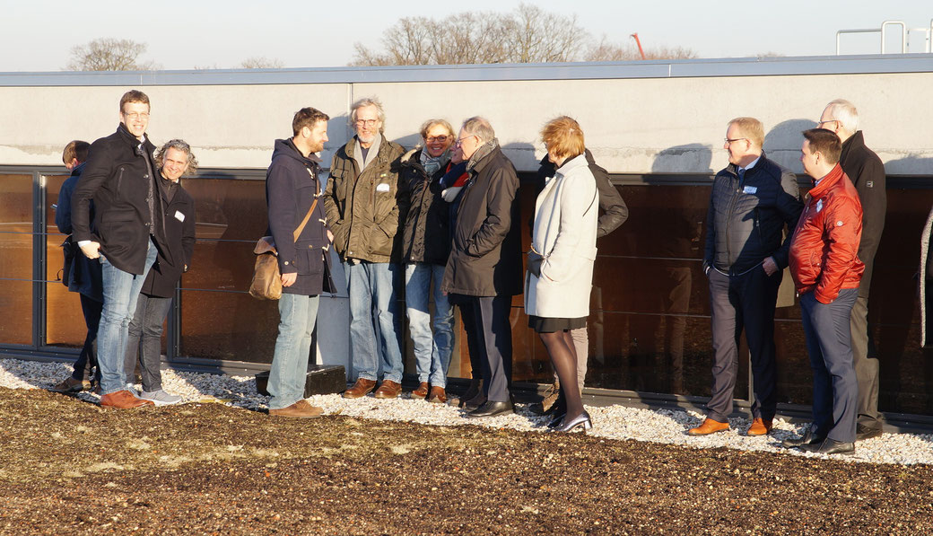 """Besuch von Ministerpräsident Stephan Weil, 10.000 m² """"Biodiversitäts-Gründach"""" auf dem Warenlager der Friedrich Lütvogt GmbH & Co. KG"""