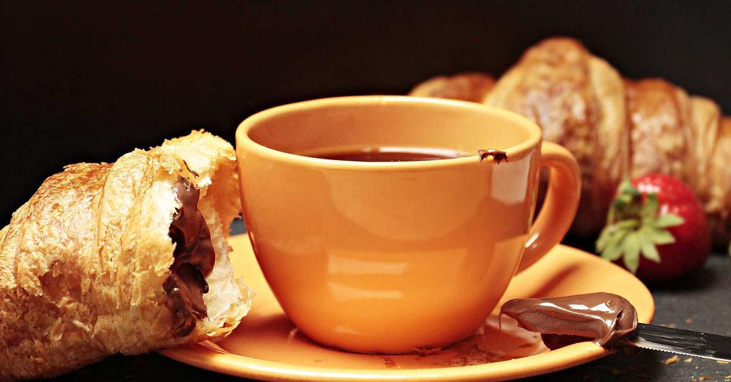 Morgenroutine Frühaufsteher Frühstück Tasse