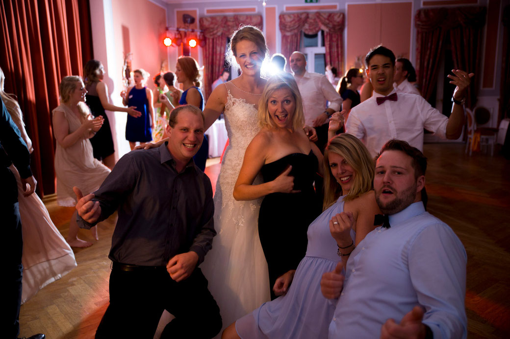 Samtweissundbling Hochzeitsfotograf Schleswig-Holstein Hochzeitsfotografin Hochzeitsfotos Reportage Anna-Sophie Rönsch wedding Party