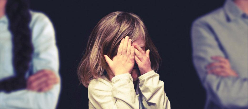 Kind von drogenabhängigen Eltern