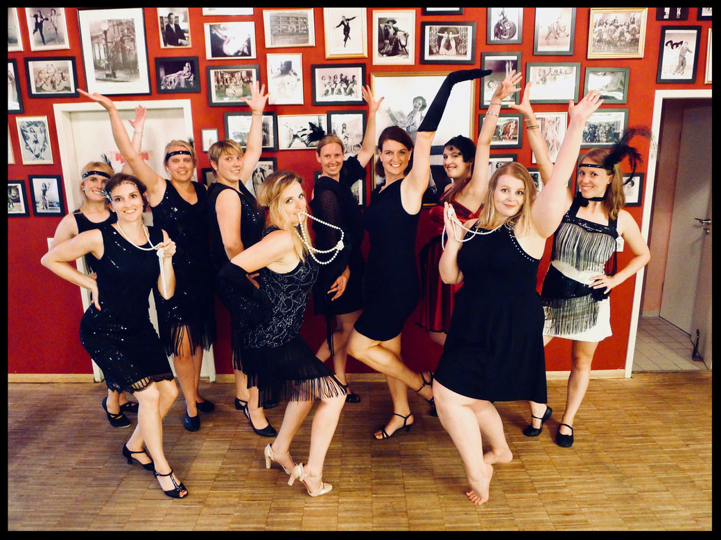 Charleston JGA Junggesellinnenabschied München, Hen Party, Bachelorette Party Ideen Tipps für München, 1920s Workshop, Great Gatsby JGA, Vintage Hochzeitsmotto