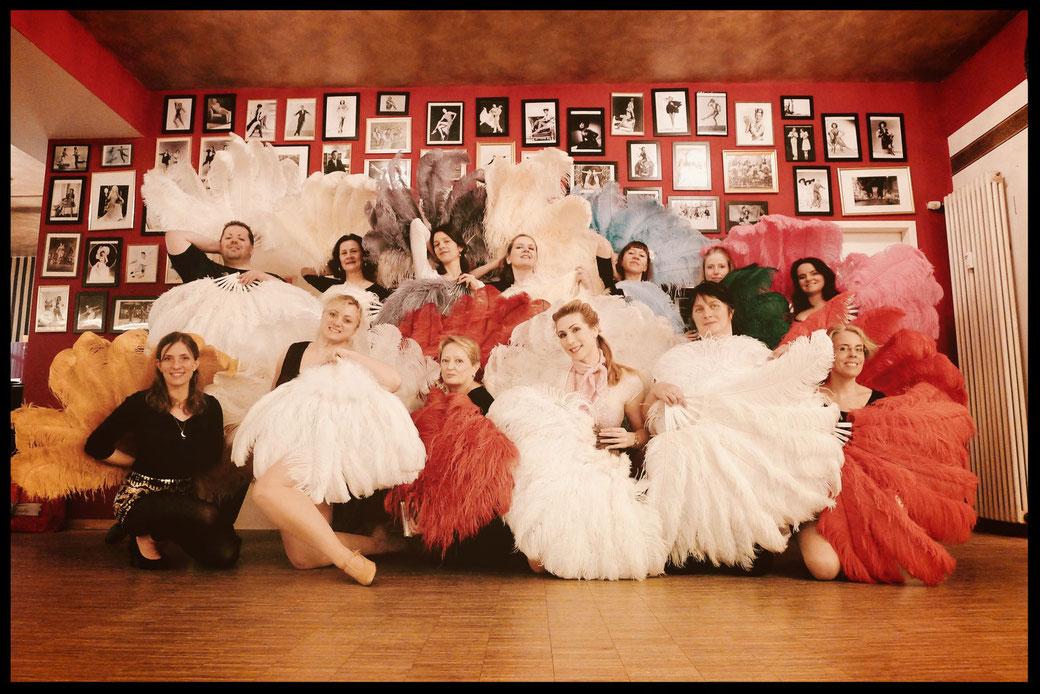 Vintage Dance Studio, Dixie Dynamite's School Of Burlesque, Burlesqueschule, Burlesque Academy, Tanzschule, Tanzstudio Tänzerin, 20er Jahre München Bayern, dance studio Munich, Germany, Fan dance workshop, Burlesque lernen, Workshops, Kurse