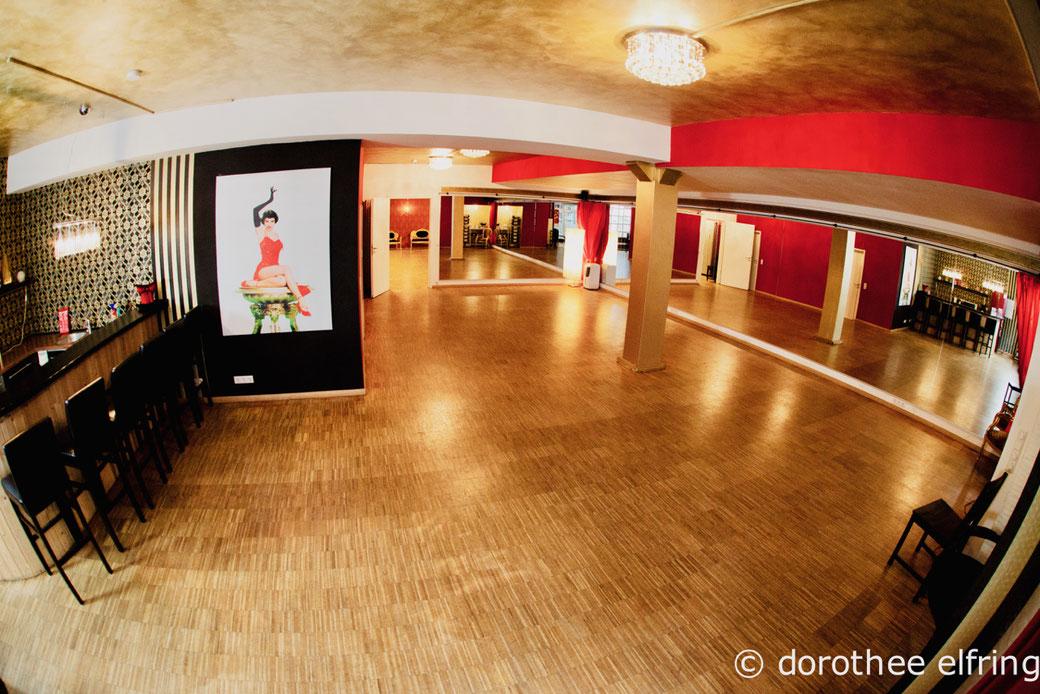 Online Tanzkurse in Burlesque, Steptanz, steppen lernen online, Charleston, Vintage Dance Studio, Maillinger Studios, München Tanzschule, Jazz Dance, Tanzschule Online Tanzstudio, Live-Tanzkurse per Internet