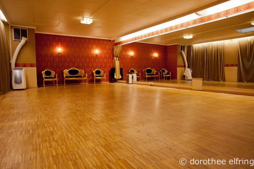 Der mittlere von den drei Tanzräumen in den Maillinger Studios: Saal 2, für Ihren Kurs oder Workshop?