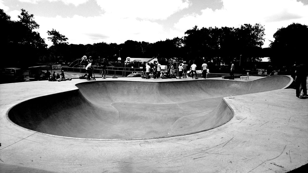 THE EDGE Skatepark Design & construction - Skatepark béton Bowl Gouesnou