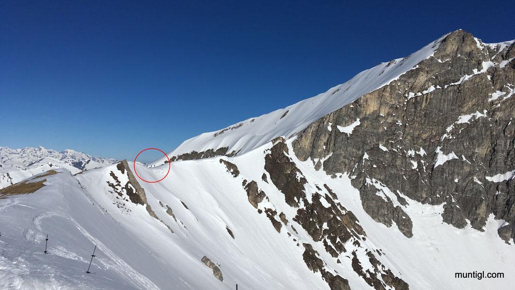 Blick von der Felskarspitze... restliche Strecke schaut cool aus... eine dreier Gruppe ist vor uns (siehe Kreis)