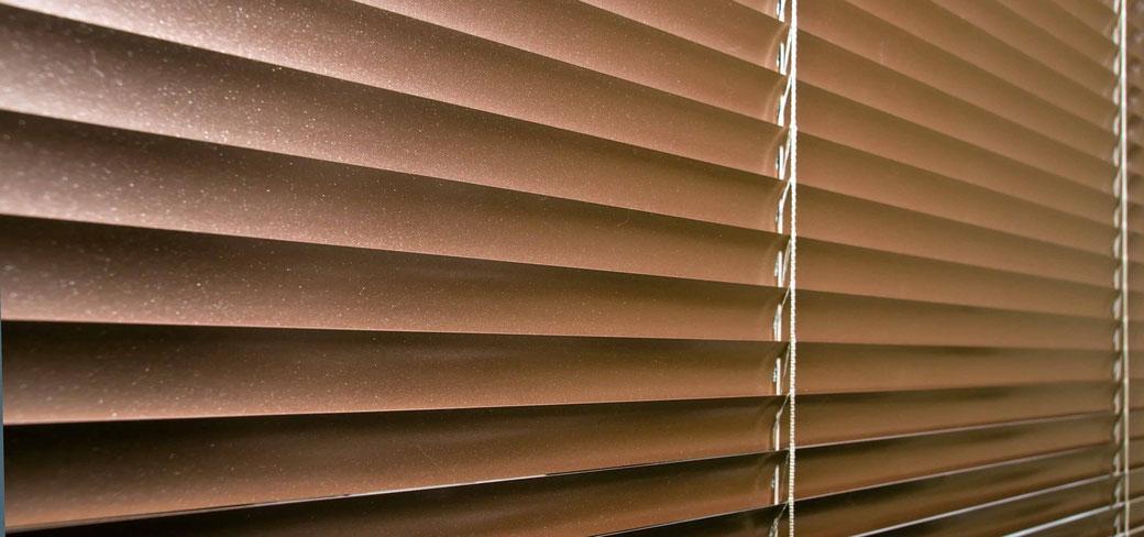 Tipos de persianas venecianas (horizontales) que no pasan de moda