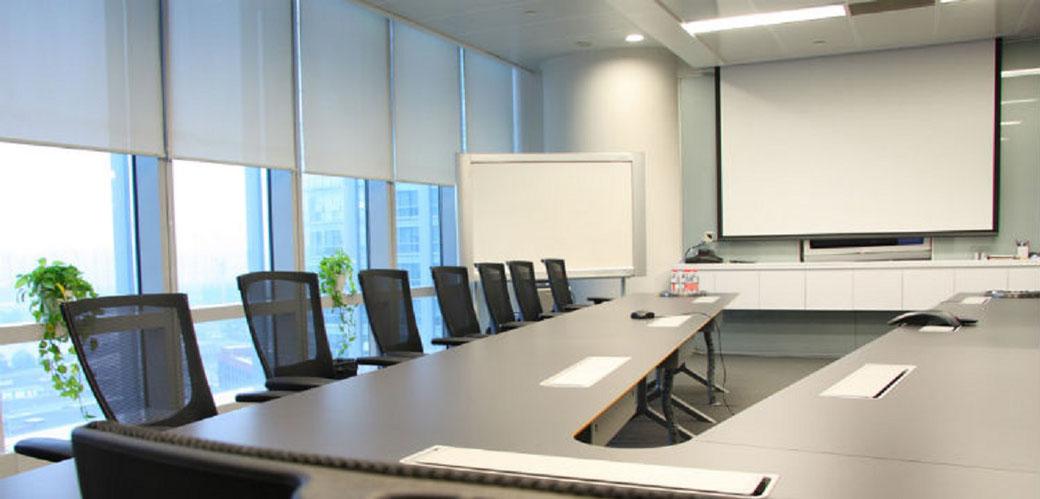 Razones para utilizar persianas enrollables para oficina