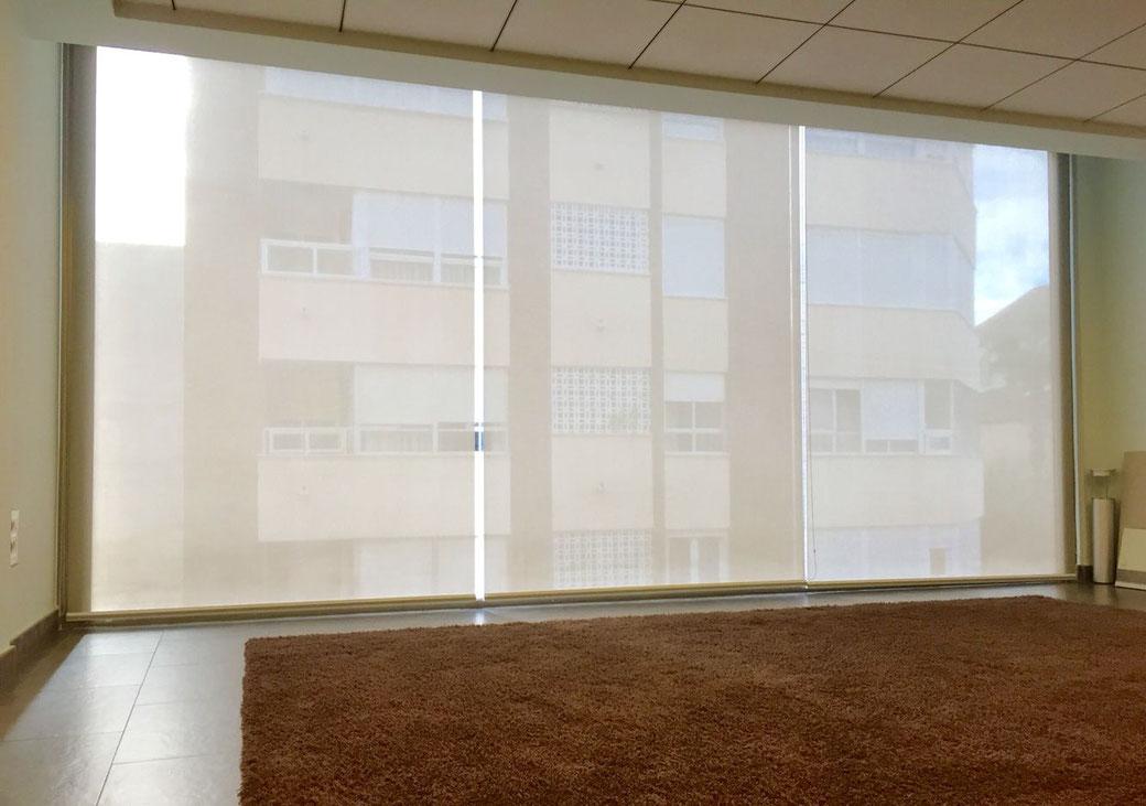 Decora tu hogar con persianas enrollables para ventanas grandes y pequeñas