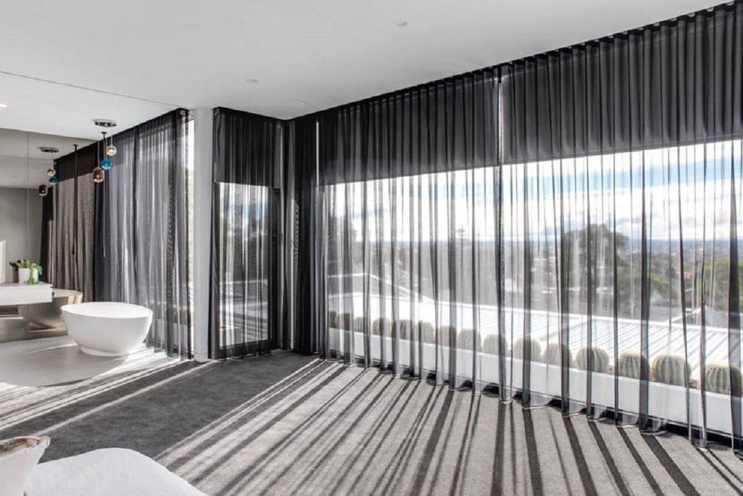 Garantiza calidez y luz con cortinas de tela