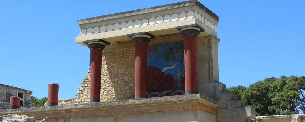 Source: https://pixabay.com/photos/fresco-bull-palace-of-knossos-111056/