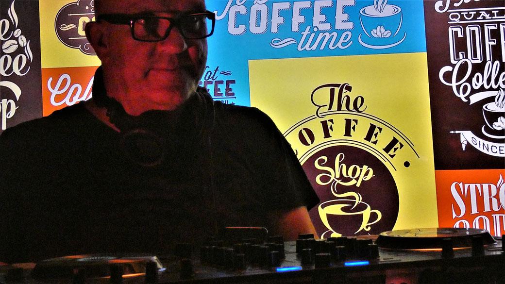 Lounge DJ Chris Bernard @ Public Event - get to gether - Beach Style - Hotel Bar