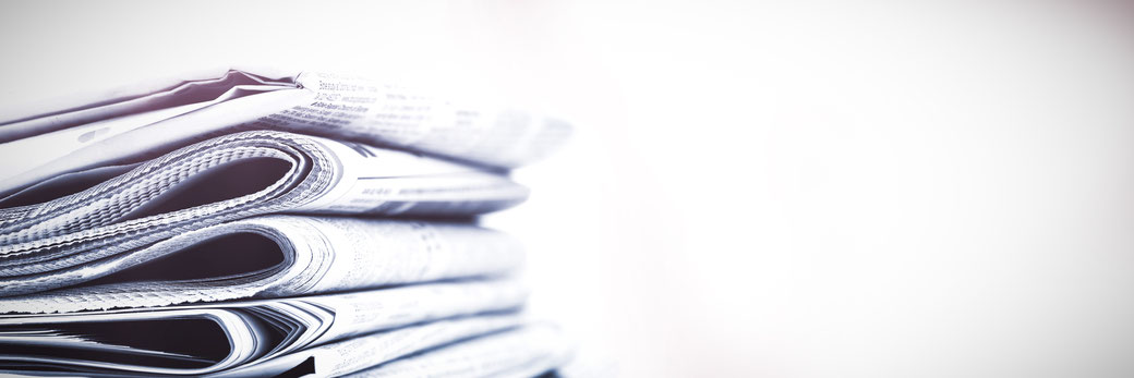 Stapel mit Zeitungen
