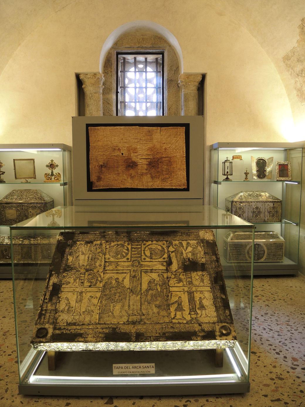 Camara Santa wurde im Jahre 738 vom asturianischen König Alfons der II errichtet. Hier wird aufbewart ua. Santo Sudario und Engelskreuz aus dem Jahr 808.