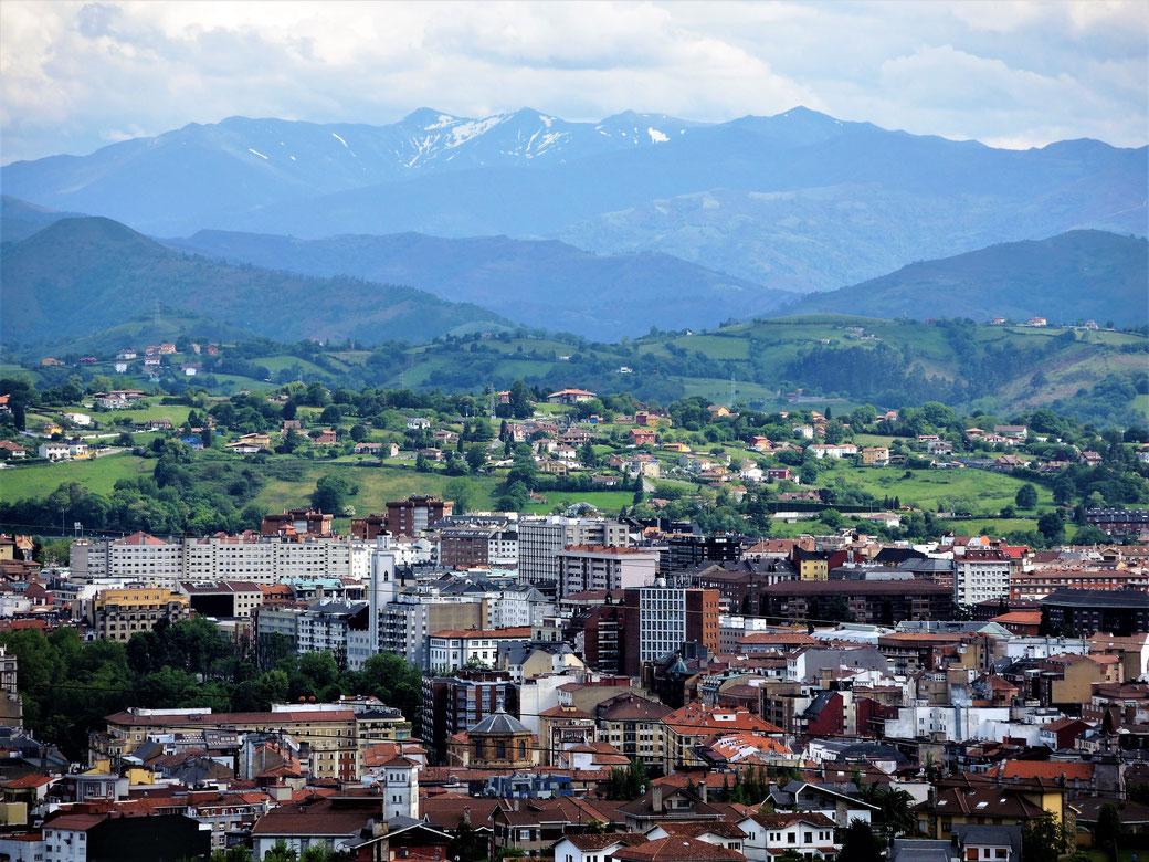 Oviedo liegt in Asturien zwischen Golf von Biscaya und Cordillera Cantabrica