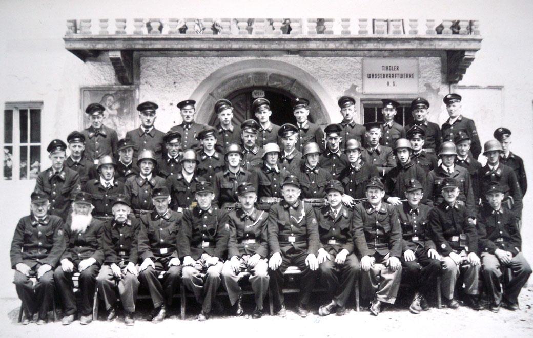 Gruppenbild 1951 vor dem Schick
