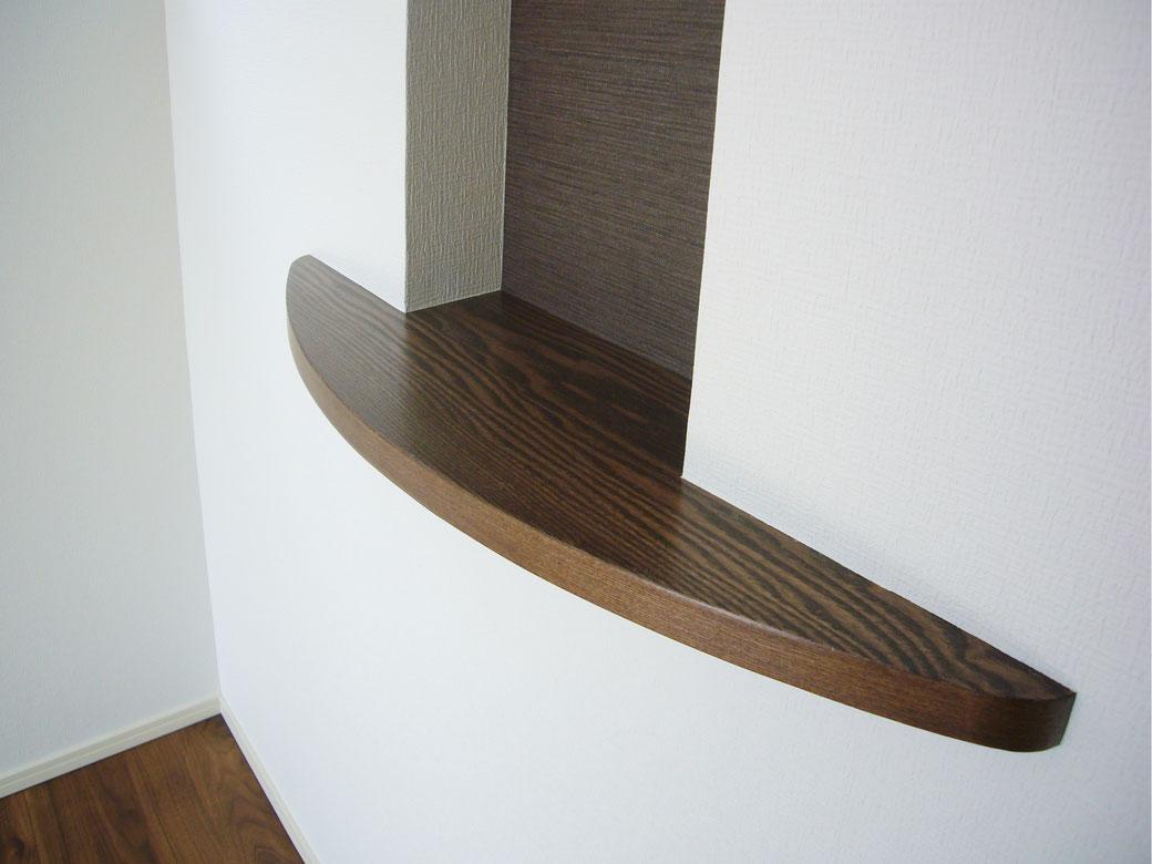 ウォールナットニッチ棚。突き板にて自由な形状と色でオリジナル品をお作りいたします