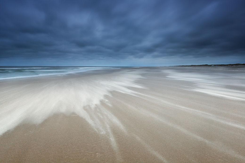 Zandstructuren op het Noordzeestrand van Terschelling © Jurjen Veerman