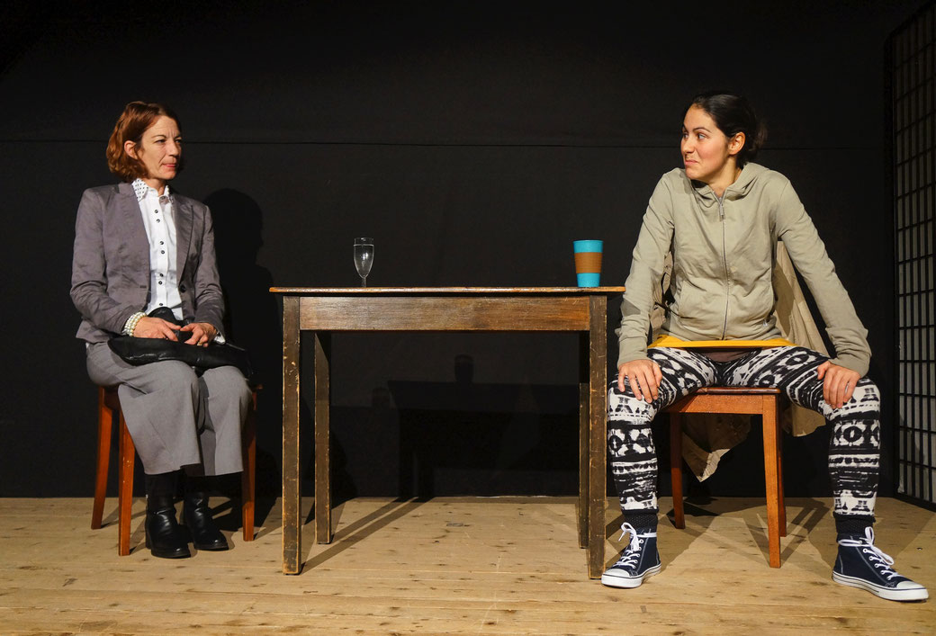 Heather (Deborah Lanz) (links) und Carla (Jeanne Zaugg) könnten auf den ersten Blick nicht unterschiedlicher sein. Foto: Nora Devenish