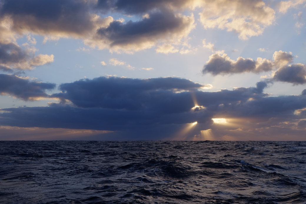 Der Himmel am Abend vor dem Tiefausläufer kündigt an, dass da was kommt...
