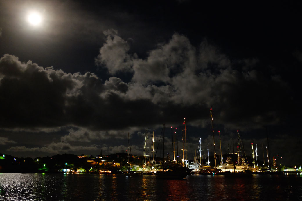 Vollmond über Falmouth Harbour