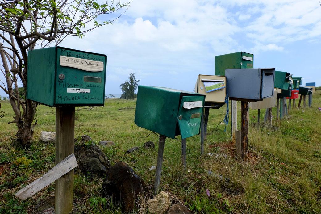 Briefkästen an einer Straße