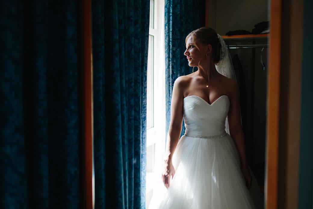 braut, hochzeit, magdeburg, getting ready, wedding, herrenkrug, hotel, blog, dress, blonde, dorint hotel, schönheitswahn, professionell, sachsen-anhalt, trauung, hochzeitsreportage, michael, fiukowski, photography