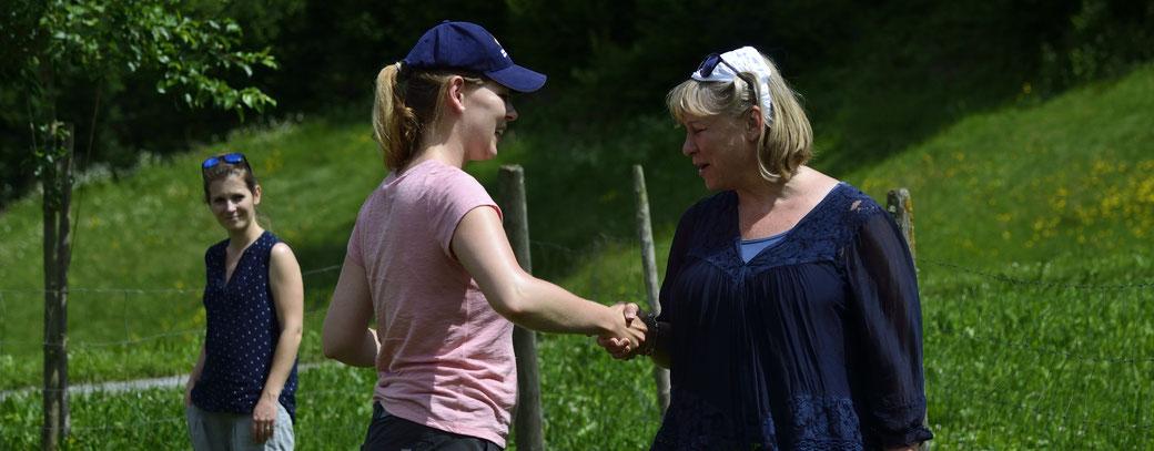 Anita (im Hintergrund) Karin und Madeleine