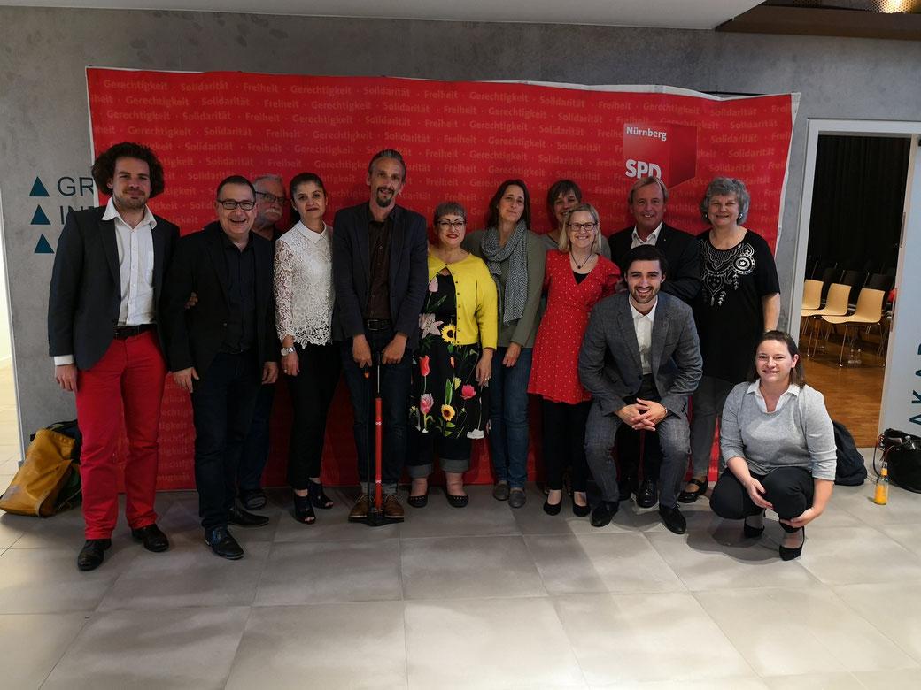 Ehrengäste, Stadtgärtner und SPD Muggenhof auf einem Foto