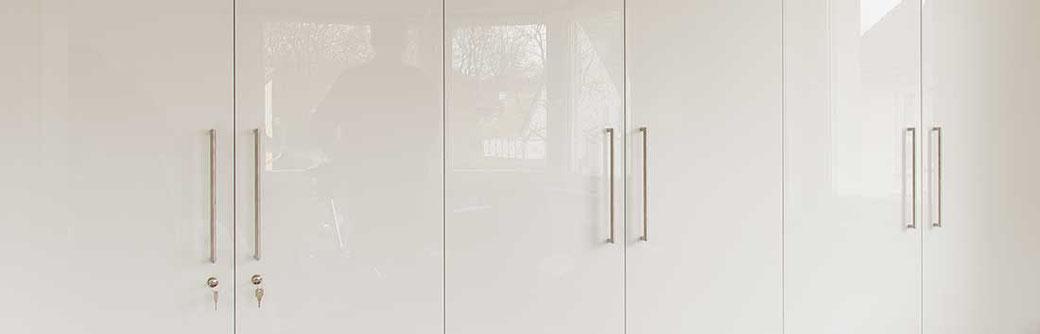 einbauschrank mit glasfront korpus schranksysteme. Black Bedroom Furniture Sets. Home Design Ideas