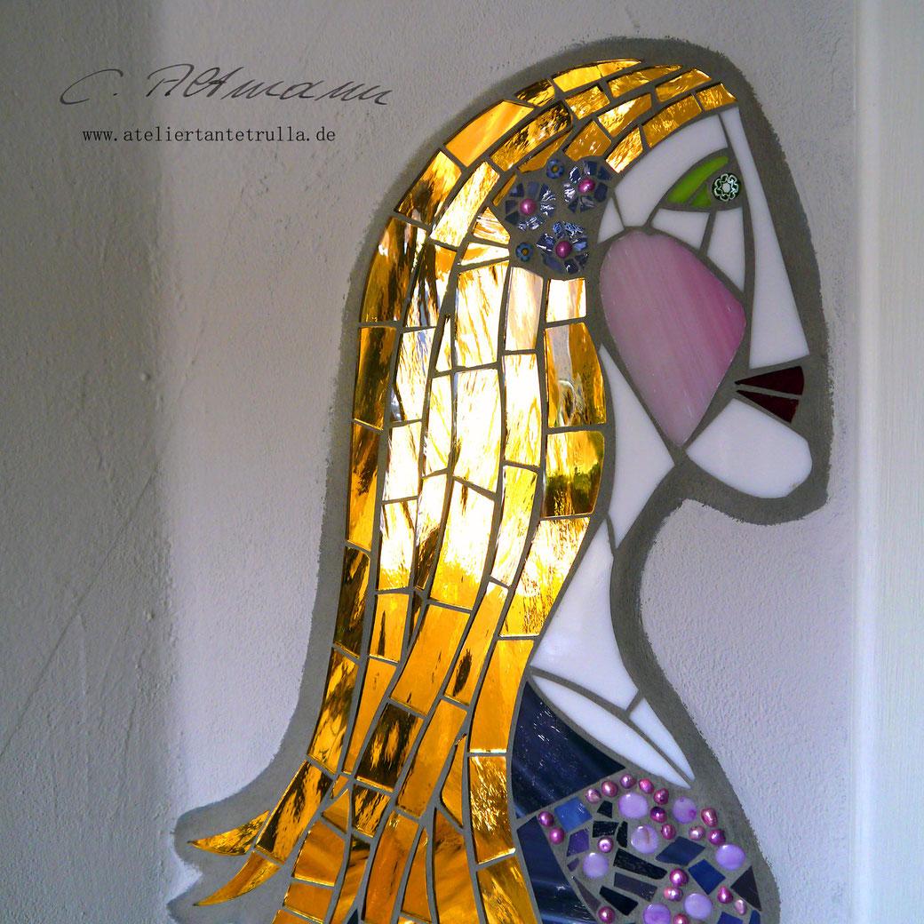 Mosaik Gesicht mit goldenem Spiegel
