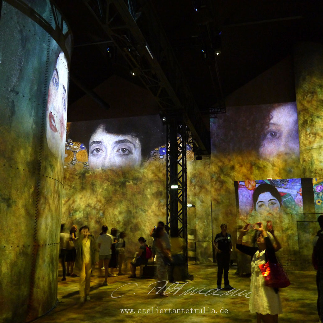 atelier des lumieres in Paris