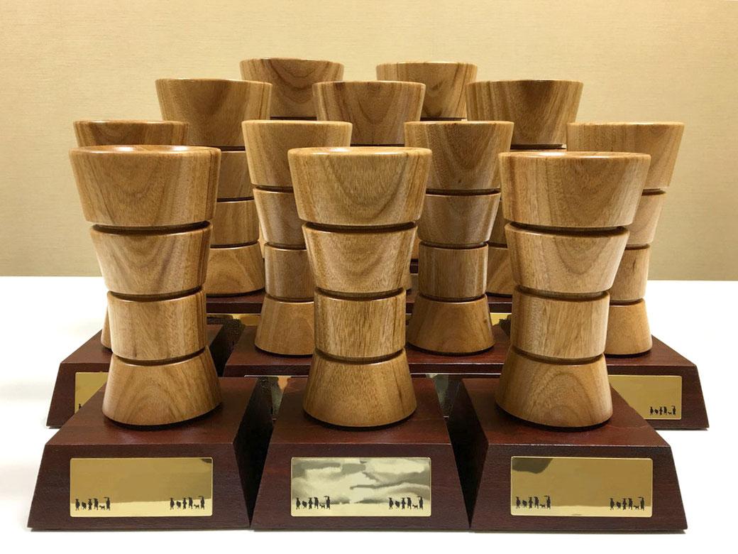 日本モッキの木製トロフィー