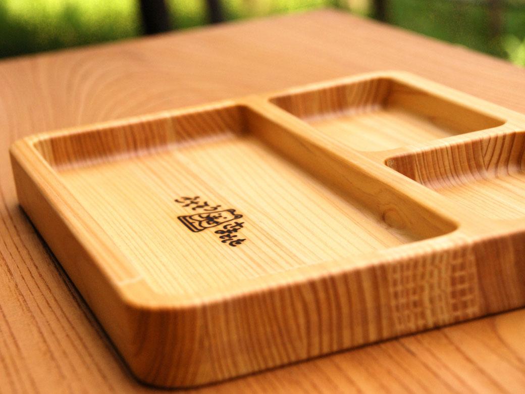 くまさんの焼印入り・日本製の木製プレート