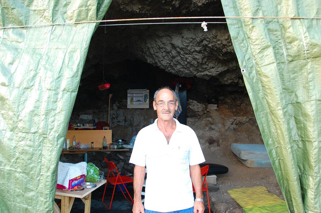 Luzio an seiner Höhle an seinem 60ten Geburtstag... War eine schöne Party abends....