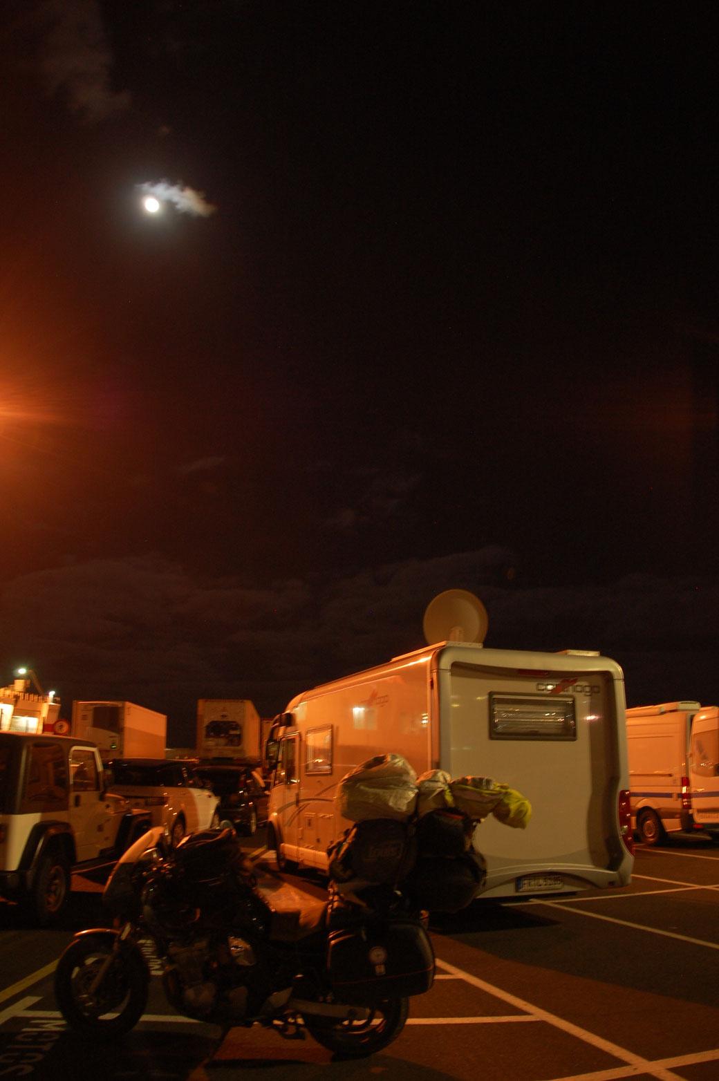 Im Hafen von Santa Cruz warte ich auf die Fähre nach Cadiz